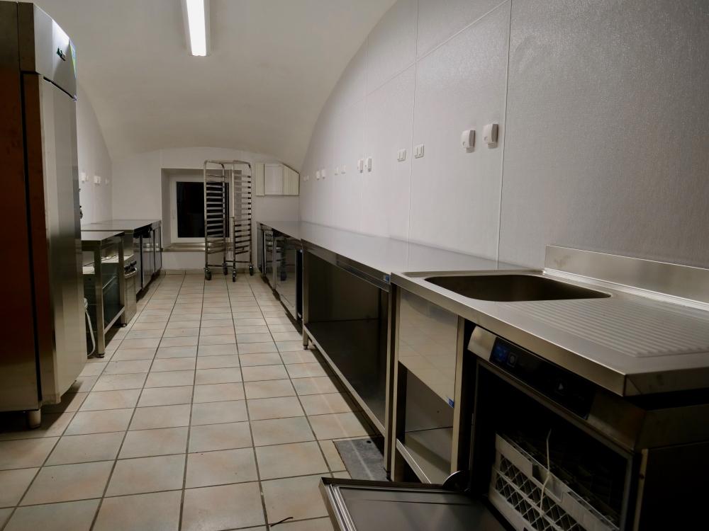 neue Edelstahlküche im Gruber Gewölbe